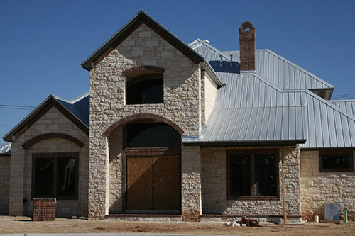 Metal Roofing Is An Increasingly Por Choice Among Architects And Homeowners Alike Integrity Siding The San Antonio